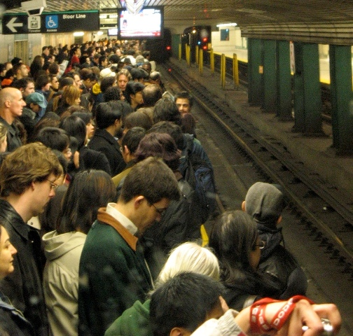Photo of crowded Bloor platform on Yonge subway line.